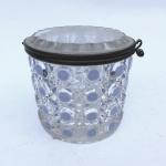 Baccarat - Caixa em cristal com detalhes em azul. 8,5 x 9 cm diâmetro.
