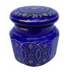 Pote em vidro decorado com flores, na cor azul. 8 cm de altura.