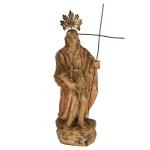 Escultura em madeira com resplendor e cajado em metal representando Santo. Brasil. Séc XIX. 21,5 cm sem o resplendor e 25 cm com o resplendor.