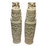 Par de potiches em marfim com figuras orientais. China, princípio do Séc. XX. 37 cm de altura.