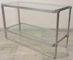 Europa anos 60/70,  designer desconhecido, elegante aparador em metal escovado ,com duas prateleiras em vidro. Medindo: altura 77 cm, comprimento 1,27 e largura 55 cm. Metal necessita de polimento.