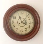 Relógio redondo de parede , alemão marca Junghans, necessita revisão, diâmetro 46 cm.