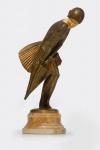 """Colinet, Claire, Bruxelas  (1880- 1950) - """" The Squall"""", Estatueta em bronze e marfim, com base em ônix,assinada, medindo 22 cm de altura. Está reproduzida à página 60 do Livro de Alberto Shayo, Statuettes of Art Deco Period, 2016.               https://issuu.com/accpublishinggroup/docs/sp16statuettes_art_deco_period/32"""