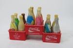 Três engradados com 12 garrafinhas promocionais da Coca-Cola nas Olimpíadas de  Atenas em 2004