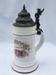 Antiga caneca para cerveja de porcelana com tampa de estanho. Aprox. 24 cm de altura. Peça de coleção. Europa séc. XIX/XX.