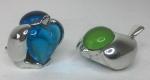 Peças especiais Christofle - Passarinhos com cristal verde e azul em metal - 4cm x 3cm