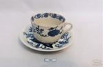 Antiga xícara de chá modelo cebolinha em porcelana Alemã Meissen. Possui marcas do tempo. Medida: pires: 13cm de diametro e a xícara 8cm de diametro de boca e 6cm de altura.