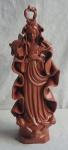 Espetacular Escultura de Nossa Senhora com rico detalhes, apresenta coroa na cabeça e base com querubins, vestido longo em sulcos e manto ondulado. Altura  39 cm.