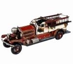 Grande carro de bombeiros em lata e metal remetendo aos modelos com MOTOR A VAPOR da década de 30'. MEDIDA 34 cm de comprimento.