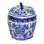 Espetacular sopeira com tampa em porcelana ricamente policromada em tom azul e branco . Medida 21cm de altura.