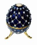 Belo porta-joias/bibelo com pedras cravejadas e pérola no topo ao melhor estilo Fabergé. Medida 8 cm de altura.