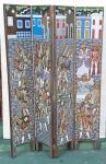 ART POPULAR - Biombo de 4 folhas em madeira, esculpido em alto relevo e com pinturas policromadas em ambos os lados, representando personagens típicos. Med.: 120 X 160 X 3 cm.