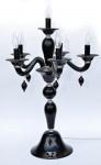 """Imponente  abajour  """"girandole"""", para 6  luzes em vidro  no tom negro estilo murano, com braços recurvos. Apresenta restauro na base.  Med .: 86 alt  X 56 diâm. ESTAMOS OFERECENDO O PAR NO LOTE SUBSEQUENTE."""