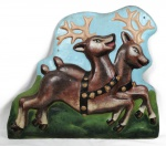 Grande placa natalina confeccionada em pesado ferro, representando renas natalinasl. Figuras em alto relevo. Bela fundição. Peça extremamente pesada. Med.: 85 cm de largura X 71cm de altura X 12 cm de profundidade.