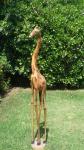 """ART POPULAR - Escultura africana de grandes proporções, esculpida em bloco de madeira, representando """"Girafa"""". Med.: 1,33 cm. RETIRADA COM AGENDAMENTO PRÉVIO NA BARRA - RIO DE JANEIRO/RJ."""