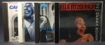 Lote composto por 4 CDs de JAZZ a saber: Ella Fitzgerald, At the Opera House // Sarah Vaughan 1955 // Ellis & Branford Marsallis, Loved Ones // Carmen McRae. Boa conservação, alguns desgastes nas capas, CDs perfeitos.