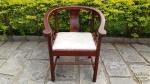 Cadeira com braço Decorativa, em madeira laqueada. Medidas: 64 cm de comprimento ,altura 73 cm profundidade,64 cm .Não pode ser enviada pelos Correios.