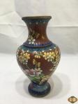 Vaso floreira em bronze esmaltado clossone floral. Medindo 21cm de altura.