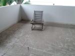 Cadeira espreguiçadeira em madeira ripada. Cadeira desmontável. Retirada no Recreio dos Bandeirantes, por conta e risco do comprador.