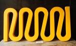 Escultura em madeira na cor amarela.  (desgates)med. 88 x45 cm