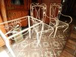 Lote com 03 peças de ferro: cadeiras e mesinha auxiliar. (desgastes)