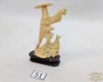 Grupo escultorio representando chines em marfim . Medida 7 cm de altura