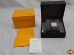 Relógio de pulso feminino da marca Fendi Orologi, feito na Suíça. Na caixa original, com certificado de autenticidade, necessita trocar a bateria.