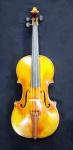 Pierre Dolphin 1998 - Raro violino confeccionado pelo mais importante Luthier de Genebra, apresenta marcação interna com nome  do fabricante  Pierre Dolphin ano 1998 Genebra me. 60 cms compr.