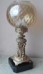 Belíssimo Grupo Escultórico Francês Montpellier, apresentando 03 belas esculturas em bronze dourado e cinzelado. Aro central em Alabastro, base em  mármore preto Belga e   parte superior com bela cúpula em cristal dourado. Altura 43 cm.