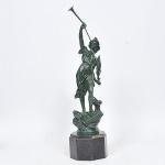 Frederic Boissier  (Toulouse-France)- Magnífica Escultura Francesa em bronze, representando  LA PAIX, esculpida, cinzelada e patinada. Base em mármore preto belga. Altura 73 cm.