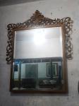 Espelho bisotado com moldura em metal decorado. (desgastes) med. total 74 x46 cm
