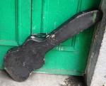 Estojo  para violão. (desgastes) med.:  1,07 x  33  x 10 cm