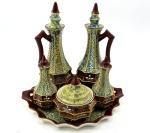 Antigo Galheteiro Anos 40 em Porcelana Japonesa H, Composto por (Sal/Pimenta/Óleo/Vinagre/Molho) e Bandeja.