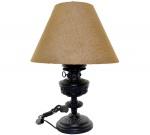 Elegante Luminária de Mesa em Forma de Lampião Confeccionada em Resina na Cor Preta com Cúpula Revestida em Juta. Década de 40 - Medida : Comprimento da Base : 30 X 16 Cm. com Cúpula = 53 Cm. (Altura). Instalação Completa  Funcionando