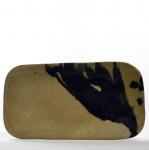 Petisqueira em Cerâmica Queimada e Vitrificada com Pintura Artística Livre. Formato Retangular - Medida: 35 x 19 cm.