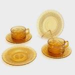 Conjunto para 2 (Duas) Pessoas em Colorex na Cor Âmbar. composto Por 2 (Duas) Xícaras para Chá com Seus Pires e 2 (dois) Pratos para Pão. Xícara : 6,5 X 9 cm. (Diâmetro) para Pão - 18 cm. (Diâmetro).