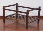 Mesa de centro sem tampo em madeira nobre medindo altura 38 x 54 x 50 cm.
