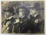 Foto Antiga - Representando 3 Gangsters, provavelmente foto de filme da época - não identificada - 28,5x22