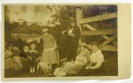 Foto Antiga - Representando uma família no campo, provavelmente a família retratada seria do fotógrafo Fitz Gerald - 25,5x15