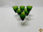 6 taças de licor em cristal verde. Medindo 10cm de altura
