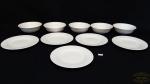 5 cumbucas e 5 pratos de sobremesa em vidro opalinado branco.Medidas: cumbuca 6cm altura 16cm diâmetro , prato ,19 diâmetro. 10 peças total