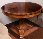 Mesa redonda pe unico marchetada medindo