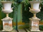 Par de vasos em marmore, altura total somente vaso     medidas