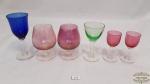 Lote com 6  diversas taças em cristal colorido antigo Medidas: Menor 7 cm de altura , maior 11 cm de altura.