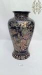 Antigo Vaso em Porcelana Chinesa Ricamente Esmaltados com Ouro e Flores. Medidas: 36cm de altura.
