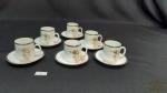 6 Xicara Cafe Porcelana Renner Medailon Friso  Prata. Medida  5 cm de altura1 bule de cafe Medida 20cm de altura