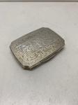 PRATA DE LEI - Porta pó de arroz em prata de lei, contrastada teor 800 mls, italiana, lavrada e cinzelada. Med. 8x6 cm e peso bruto 58 gr.