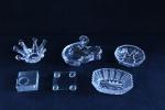DEMI CRISTAL - Lote de diversos itens em demi cristal, composto de 5 peças. Maior 4x15 cm e menor 1x7x7 cm. No estado.