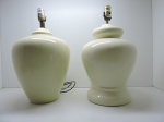DIVERSOS - Lote de 2 abajures em porcelana, modelos diferentes. Alt. 45 cm.