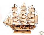 Barco caraavela  decorativo Fragata  Sigilo seculo XVIII. Medida 51,5 cm comprimento, 44 cm altura, 9 cm largura.Apresentam algumas pequenas  perdas no popa
